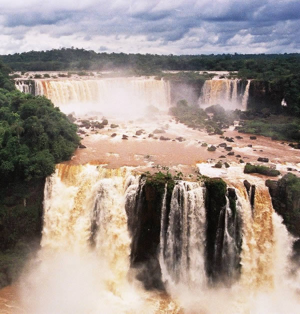 Cataratas Iguacu between Brazil and Argentina are the biggest waterfalls in the world