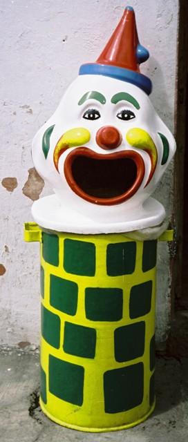 Garbage can in Baños, Ecuador