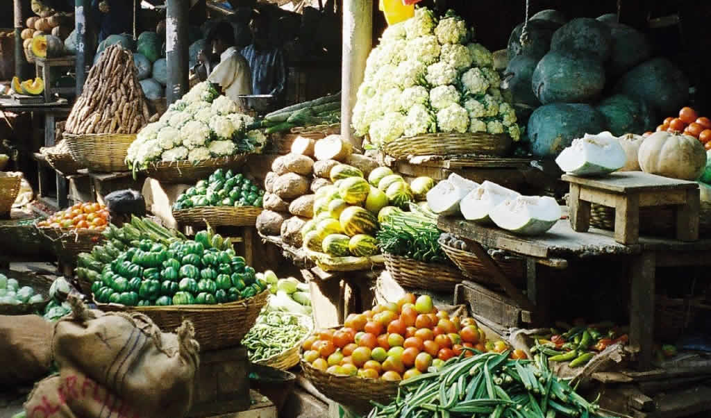 Veganism dominates the vegetable and bean market in Mysore, India